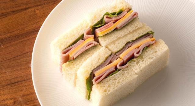 湯種食パンと熟成大山ハム& 2種のチーズ[モッツァレラチーズ・チェダーチーズ]のサンドウィッチサムネイル